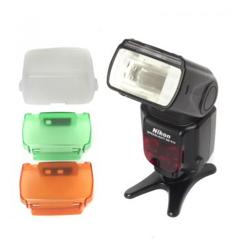 Używana lampa błyskowa Nikon SB-910 z kolorowymi nakładkami