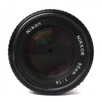 standardowy obiektyw 50 mm F/1.4 Nikon