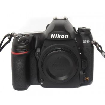 Komis fotograficzny z Nikonem